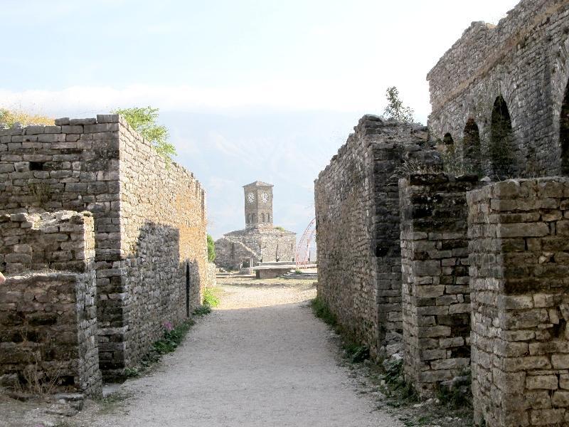 Гирокастра: крепость (внутренний двор)