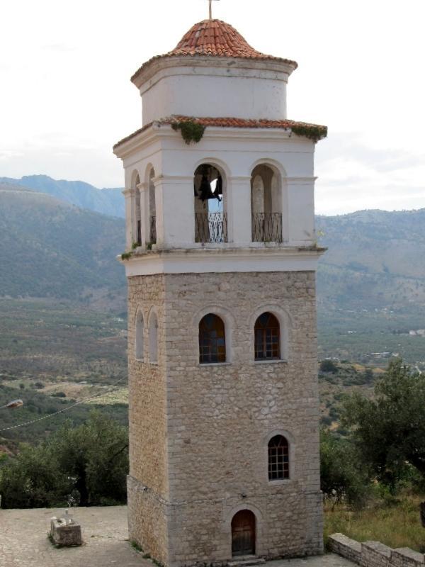 Химара: колокольня церкви Всех святых