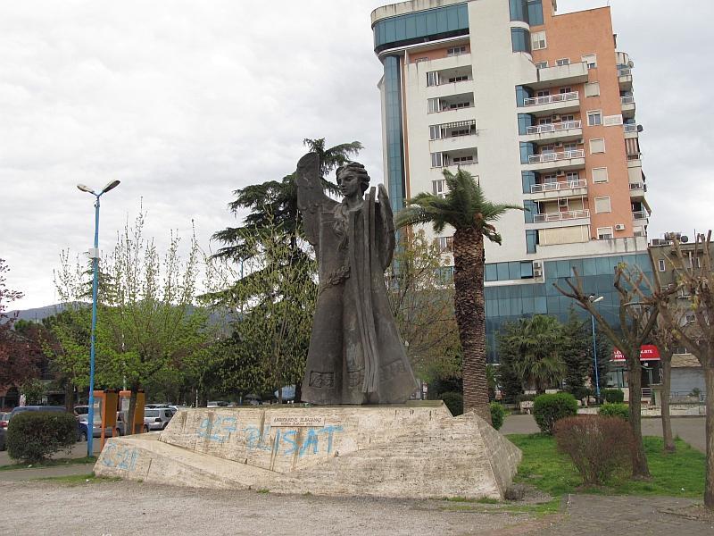 Эльбасан: памятник эльбасанским учителям