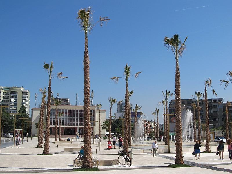 Дуррес: главная площадь после реновации