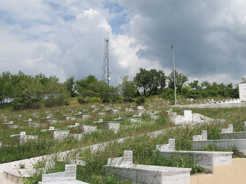 Корча: кладбище Мучеников
