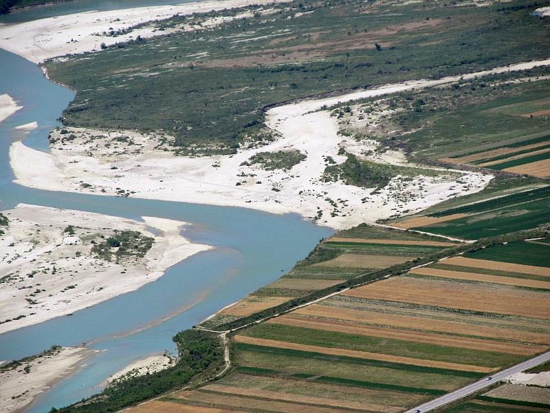 вид с вершины холма Булис на пойму реки Вьоса