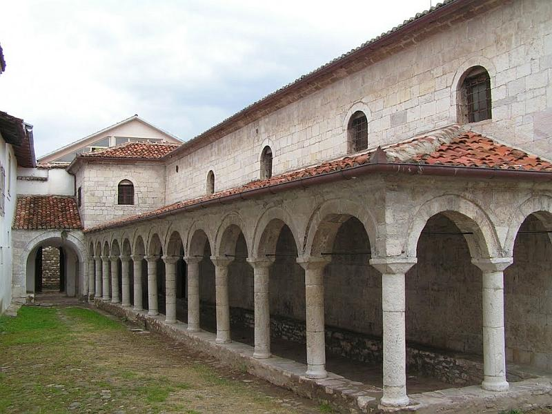 Эльбасан: церковь св.Марии (южная сторона с галереей)