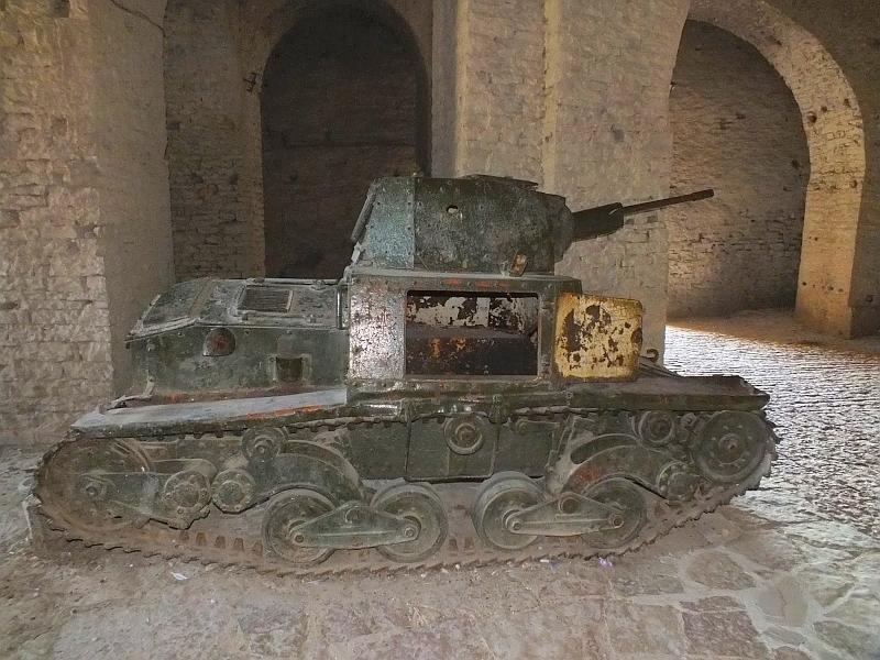 Гирокастра: крепость (мини-танк)