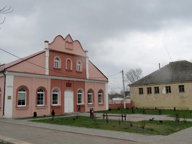 Ивье: синагогальный двор