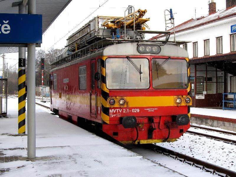 монтажная автомотриса на станции Пшибыслав