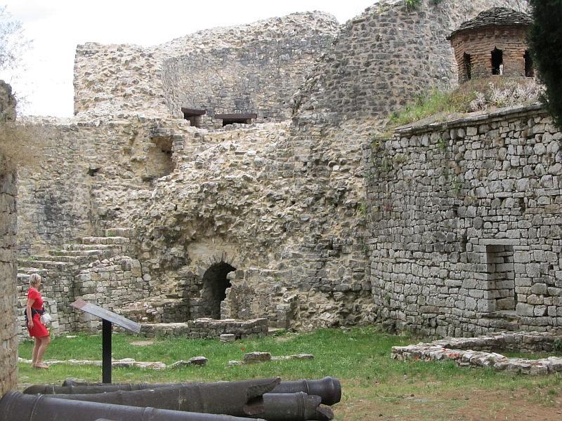 Янина: руины углового бастиона