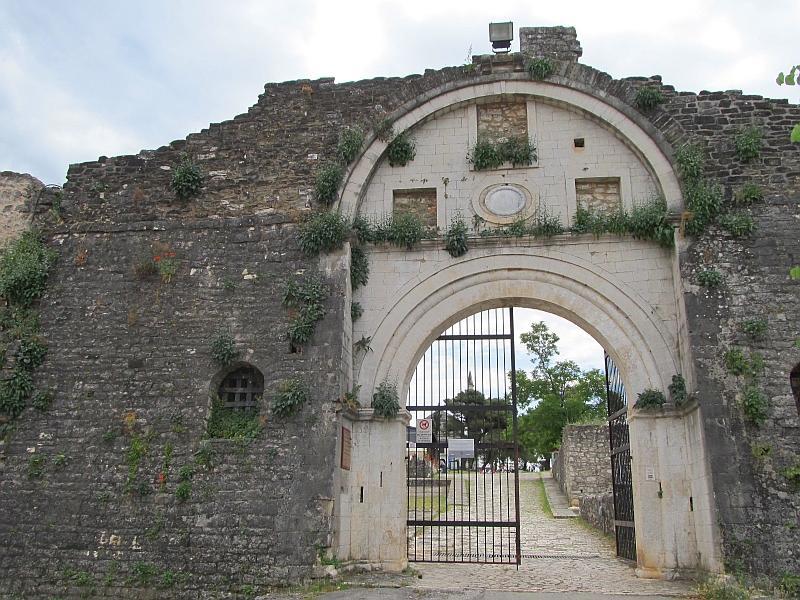 Янина: Порта Идж-Кале (снаружи)
