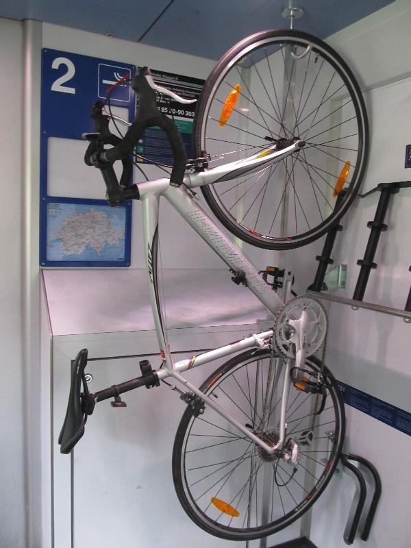 способ крепления велосипеда в швейцарских поездах