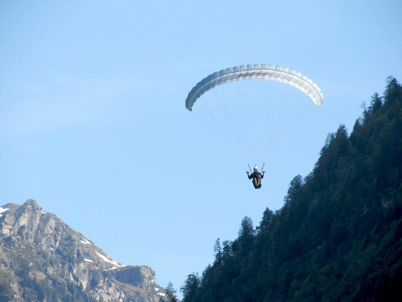 прыжки с парашютом в долине Зернфа