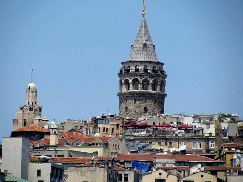 Стамбул: квартал Каракёй с Галатской башней