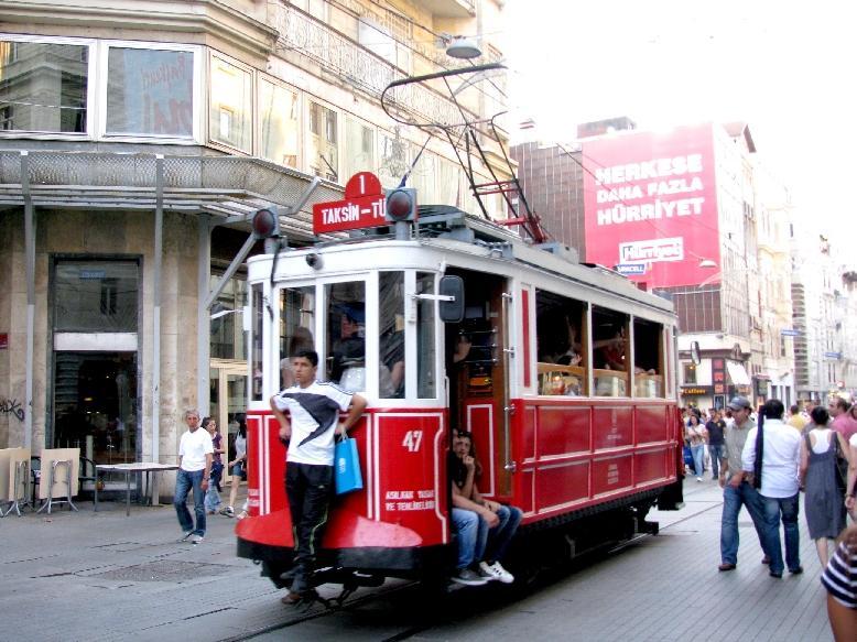 Стамбул: экскурсионный трамвай на ул. Истикляль