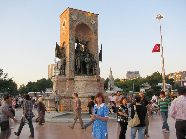 Стамбул: монумент Республики