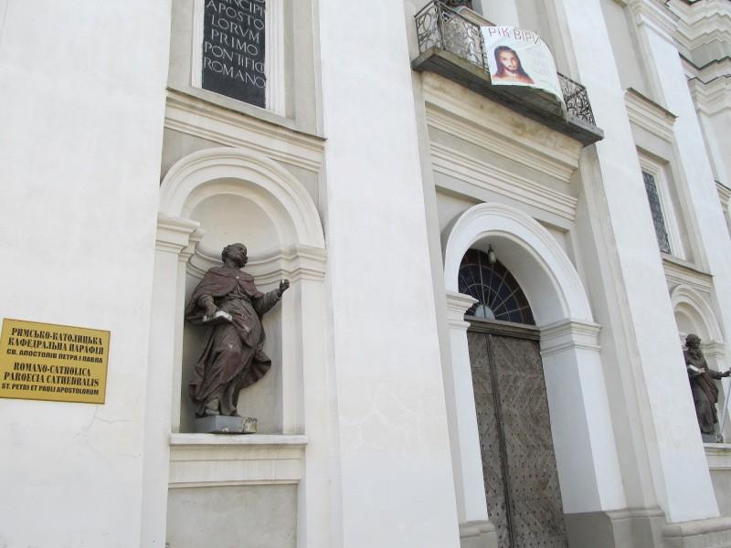 Луцк: портал собора Петра и Павла