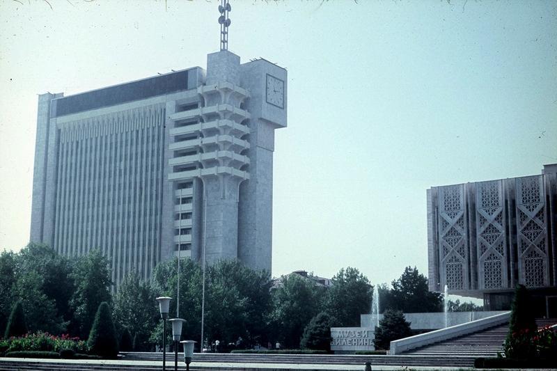 Ташкент: Редакционный корпус и музей Ленина