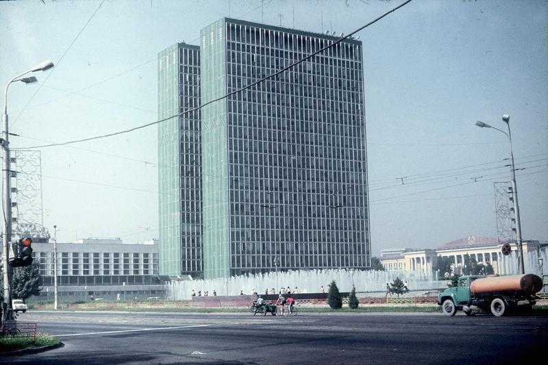 Ташкент: Дом советов и библиотека Алишера Навои